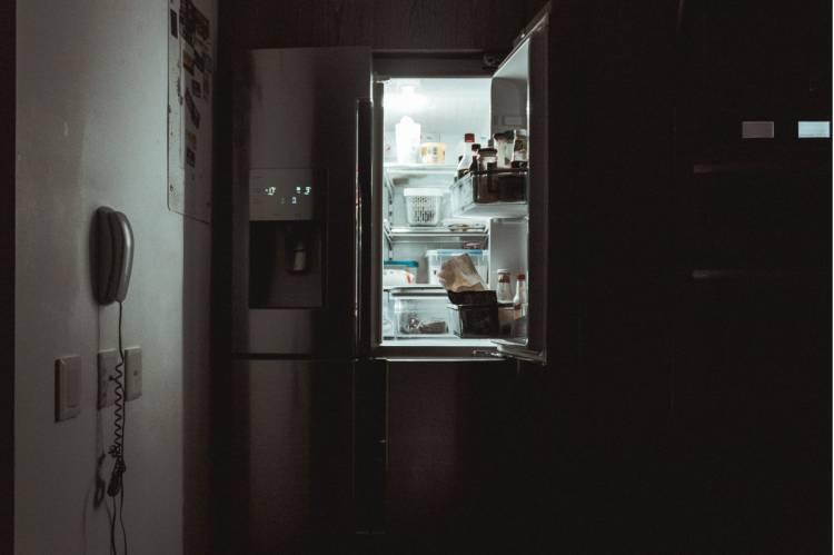 Cauți în frigider lumina de la capătul tunelului?